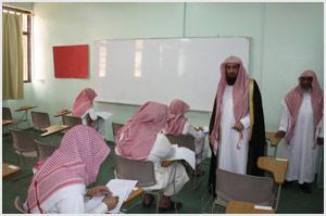 وكيل جامعة الإمام يزور الكلية